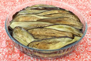 Баклажанная запеканка с сырами брынза и сулугуни
