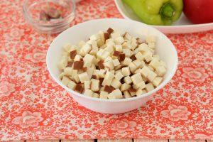 Салат с балыком и колбасным копченым сыром