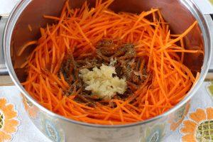 Баклажанные рулетики с морковью на зиму и сейчас