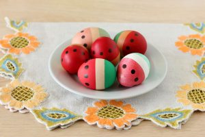 Как покрасить яйца на Пасху: «Арбузики»
