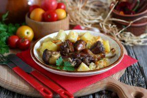 Утка в горшочках с картошкой в духовке