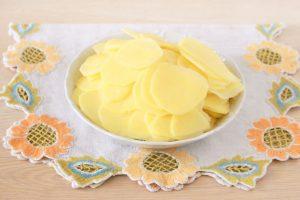 Картофельно-луковая запеканка с розмарином
