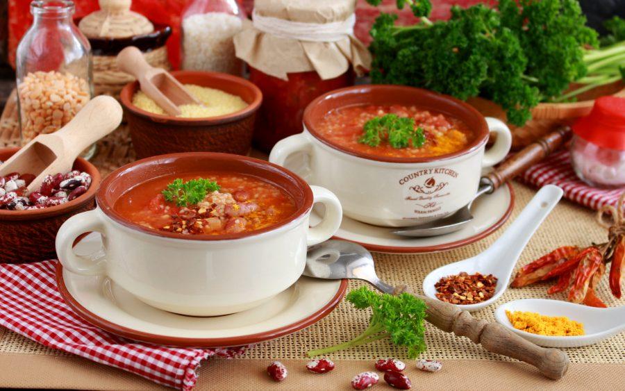 Томатный суп с фасолью и кускусом