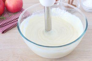 Творожный пирог с фаршированными яблоками