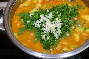 Овощное рагу с фасолью и чечевицей