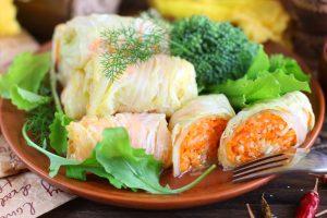 Квашеные капустные рулетики с морковкой и сельдереем