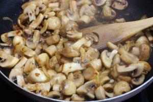 Перловка с грибами и сливками