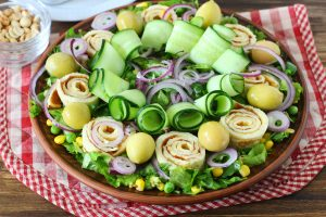 Салат из печени трески с яичными блинчиками