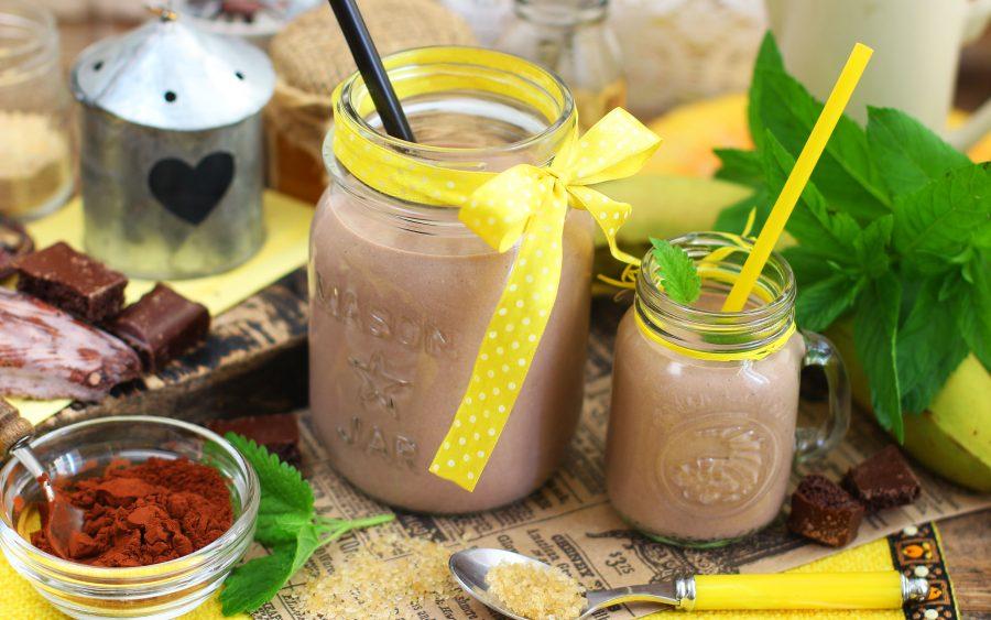 Творожный смузи с бананом и какао
